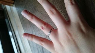 【AFFLUX(アフラックス)の口コミ】 あまり太い指輪がすきではないので、細身で形も綺麗だったので、すぐに目に…