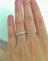【エクセルコダイヤモンド(EXELCO DIAMOND)の口コミ】 婚約指輪は普段使いできるハーフエタニティで探していました。求めていた条…