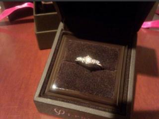 【アイプリモ(I-PRIMO)の口コミ】 ダイヤを主人が指輪のデザインを自分で選びました。とにかくキラキラで華や…