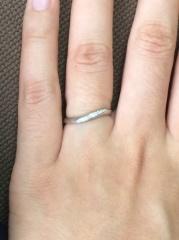 【4℃(ヨンドシー)の口コミ】 ダイヤモンドが付いている結婚指輪を探していました。裏に刻印とサムシン…