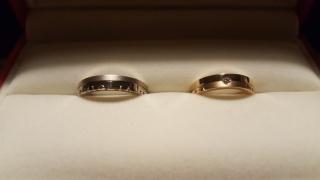 【REGALO(レガロ)の口コミ】 夫婦共に断面が四角になっている指輪を探していました。派手なセミオーダー…