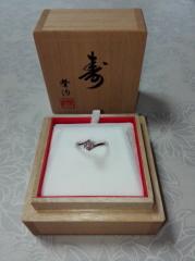 【カオキ ダイヤモンド専門卸直営店 の口コミ】 とにかくダイヤモンドの品質に大満足したので決めました。丁寧な説明があり…