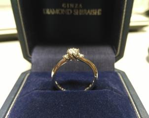 【銀座ダイヤモンドシライシの口コミ】 こちらの品は曲線デザインであり、且つ石の高さが大き過ぎず、非常に普段…