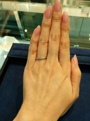 【4℃(ヨンドシー)の口コミ】 見に行った時点で、とても人気のある商品 だと聞きました。 小さいダイヤ…