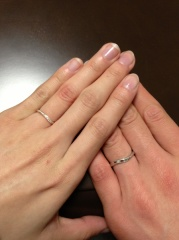 【アイプリモ(I-PRIMO)の口コミ】 婚約指輪でいただいたリングと重ね付けしたく、そのような形のものはあるか…