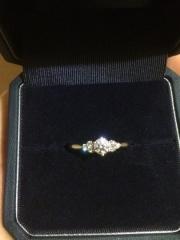 【銀座ダイヤモンドシライシの口コミ】 たくさんのデザインを試しましたが、指につけてみて1番しっくりくるもの、…
