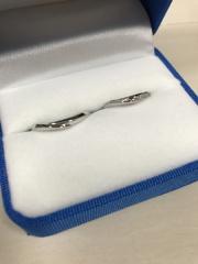 【ガラOKACHIMACHIの口コミ】 婚約指輪に沿うデザインだったこと、メレダイヤがしっかり入ってキラキラ…