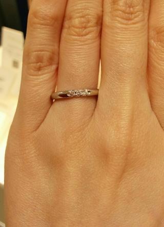 【MIKIMOTO(ミキモト)の口コミ】 ストレートタイプの指輪で石が3つ付いて います。 上品な輝きとシンプル…