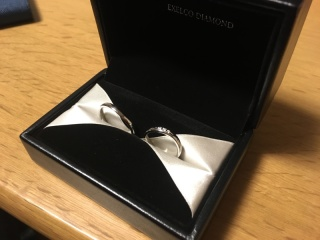 【エクセルコダイヤモンド(EXELCO DIAMOND)の口コミ】 ・彼の指が太めで、細身の指輪よりは太めの方が似合う。 ・彼からもらった…