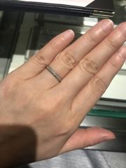 【アイプリモ(I-PRIMO)の口コミ】 この指輪は型に金属を流す鋳造ではなく金属にプレスで圧をかけ空気を抜く鍛…