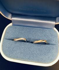 【銀座ダイヤモンドシライシの口コミ】 シンプルなようですが、真ん中のダイヤモンドが綺麗な輝きを放ち素敵です…