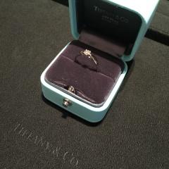 【ティファニー(Tiffany & Co.)の口コミ】 私がいつも細身の華奢な指輪しかしていないのですが、婚約指輪は少し太め…