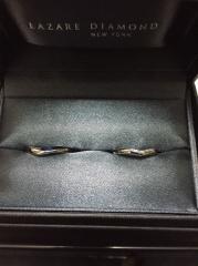 【ラザール ダイヤモンド(LAZARE DIAMOND)の口コミ】 女性用のものは、婚約指輪と重ね付けができるものを探していました。 それ…