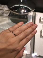 【アイプリモ(I-PRIMO)の口コミ】 緩やかにウエーブしていて、短く太い私の指でも綺麗につけることができまし…