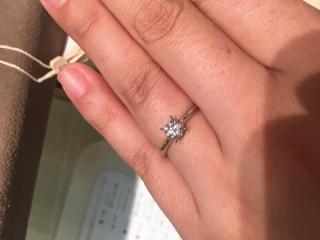 【1/f エフブンノイチの口コミ】 シンプルですが個性的なデザインで、横からダイヤが可愛く見えます。 ダイ…