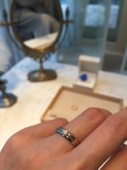 【Enasoluna(エナソルーナ)の口コミ】 探し始めた当初はこちらの指輪が気になっていました。 エンゲージとマリッ…