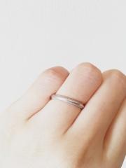 【4℃(ヨンドシー)の口コミ】 お揃いで着けたいという気持ちがあったので、彼の指に合うデザインを選び…