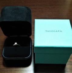 【ティファニー(Tiffany & Co.)の口コミ】 カルティエの婚約指輪に憧れていたのですが、 指にはめてみると高さがあり…