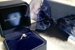 【銀座ダイヤモンドシライシの口コミ】 他との違いはダイヤの輝きでした。白く、とてもキラキラしていました。照明…