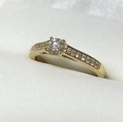 【カオキ ダイヤモンド専門卸直営店 の口コミ】 決め手はデザインと価格でした。ちょっと変わったデザインの指輪をネットで…