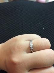 【ROYAL ASSCHER(ロイヤル・アッシャー)の口コミ】 プロポーズ時に同じ高島屋で購入したハーフエタニティの指輪をもらいまし…