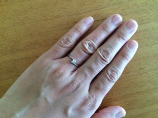 【杢目金屋(もくめがねや)の口コミ】 結婚前の彼がこのさくらダイヤモンドのリングをとても気に入っていて、私に…