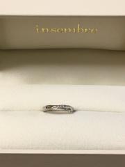 【insembre(インセンブレ)の口コミ】 彼女の細い指にもとてもよく似合うデザインで、特に散りばめられたダイヤが…