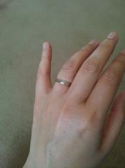 【ケイウノ ブライダル(K.UNO BRIDAL)の口コミ】 指輪が平らでつけやすいため、普段つけていても違和感を感じないデザイン…