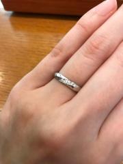 【アネリディギンザ(ANELLI DI GINZA)の口コミ】 プラチナで、ストレートでダイヤが斜めにあしらわれているのもを探してお…