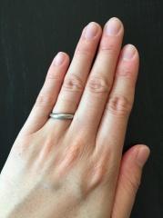 【4℃(ヨンドシー)の口コミ】 もらった婚約指輪が4°Cの物だったので、重ね付け出来るものが良かった…