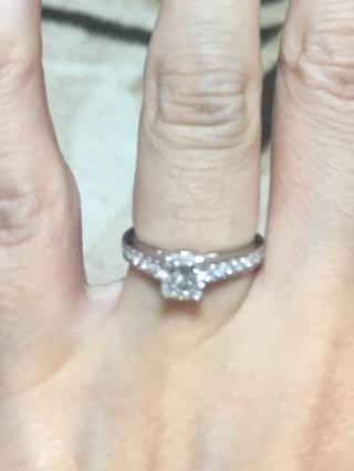 【グラフ(GRAFF)の口コミ】 一粒ダイヤの指輪でいかにもエンゲージリングというものではなく、出掛ける…