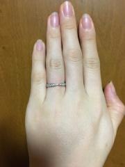 【ティファニー(Tiffany & Co.)の口コミ】 婚約指輪がティファニーのソレストだったので、同じブランドで重ね付けし…