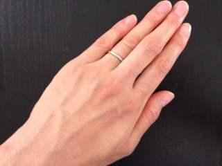 【ENUOVE(イノーヴェ)の口コミ】 私は肌なじみが良いゴールドの指輪が欲しかったのですが、主人がゴールドは…