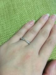 【銀座ダイヤモンドシライシの口コミ】 ハーフエタニティで探していたのですが、このリングのデザインが可愛く、…