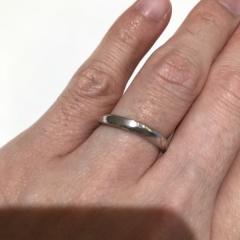 【杢目金屋(もくめがねや)の口コミ】 とても変わった指輪で、素材はプラチナなのですが木目の模様が入っていま…