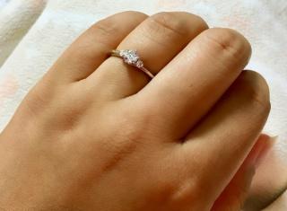 【銀座ダイヤモンドシライシの口コミ】 他にも何件も回りましたが、銀座ダイヤモンドシライシさんに入ると、ダイ…