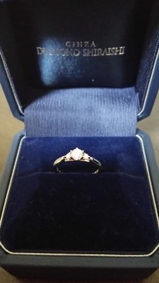 【銀座ダイヤモンドシライシの口コミ】 指輪を横から見た感じがかなり気になって、4件周りました。他に結婚指輪を…
