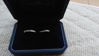 【銀座ダイヤモンドシライシの口コミ】 角度によって、テイストが変わって見えるデザインが気に入っています。(F)…