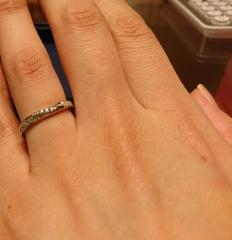【銀座ダイヤモンドシライシの口コミ】 きつすぎずゆるやかなVラインが短い自分の指にぴったりでした。ダイヤモン…