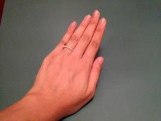 【デビアス(DE BEERS)の口コミ】 普段の生活でも婚約指輪との重ね付けをしたかったので、婚約指輪との相性を…