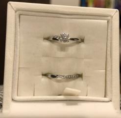 【俄(にわか)の口コミ】 結婚指輪と婚約指輪を重ね付けして使えるものがいいと思い、ネットで俄の…