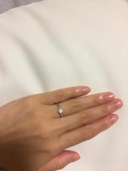 【ガラOKACHIMACHIの口コミ】 婚約指輪らしさがありつつ、ちょっとしたお出かけでも付けやすい、程よいデ…