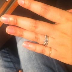 【エクセルコダイヤモンド(EXELCO DIAMOND)の口コミ】 順番としては逆ですが、結婚指輪を先に選び婚約指輪を後で決めました。 仕…