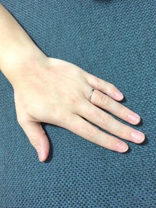 【insembre(インセンブレ)の口コミ】 試着した際の指輪の軽さが良いと感じ、数ある中で一番しっくりきた指輪だっ…