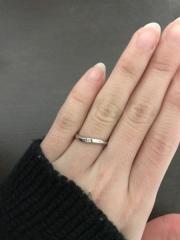 【4℃(ヨンドシー)の口コミ】 ダイヤがひとつ付いていて、女性らしいデザインのものが欲しかったので、…
