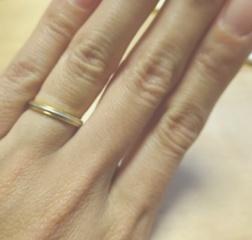 【ティファニー(Tiffany & Co.)の口コミ】 指が細めのため太い指輪が似合わないので、細身の指輪で探していました。 …