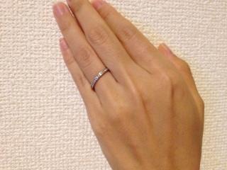 【ROYAL ASSCHER(ロイヤル・アッシャー)の口コミ】 婚約指輪をダイヤではない誕生石のものにしたので、結婚指輪はダイヤのつい…