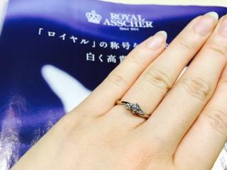 【ROYAL ASSCHER(ロイヤル・アッシャー)の口コミ】 いつもつけている指輪ではないからこそ、特別なときにつけて素敵だと思え…