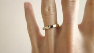 【ichi(イチ)の口コミ】 いわゆる結婚指輪っぽいのはしっくりこなかったので、少し個性的なモノに…