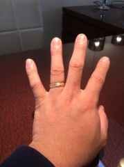 【JEWELRY  KAMATA(ジュエリーかまた)の口コミ】 シルバーリングよりも色黒の手に映えるゴールドリングで、他のリングでは…